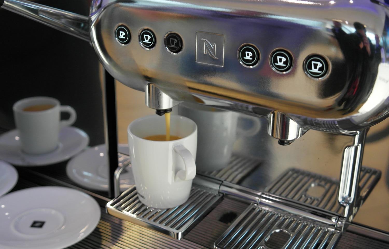 Профессиональная кофемашина фото