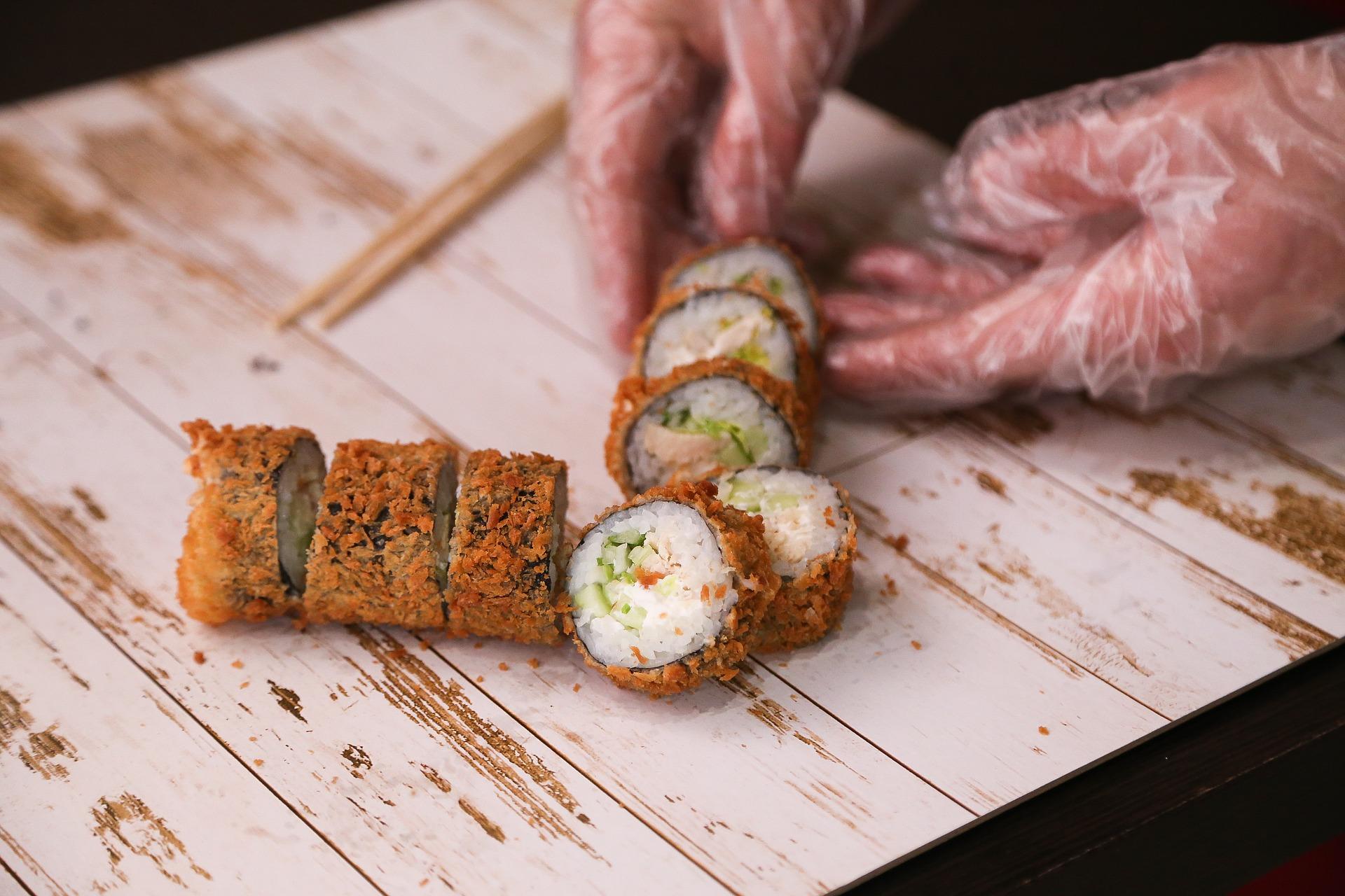 Как открыть бизнес по доставке роллов и суши