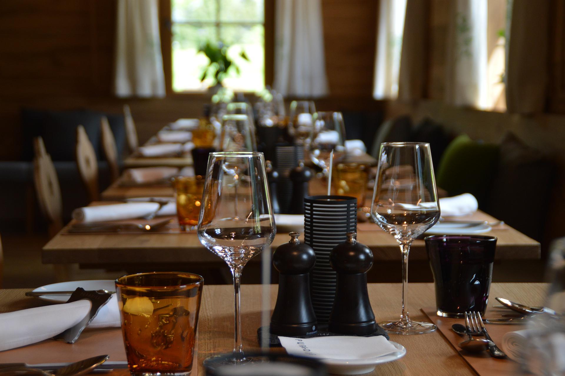 Посуда для ресторана: особенности выбора и виды комплектов
