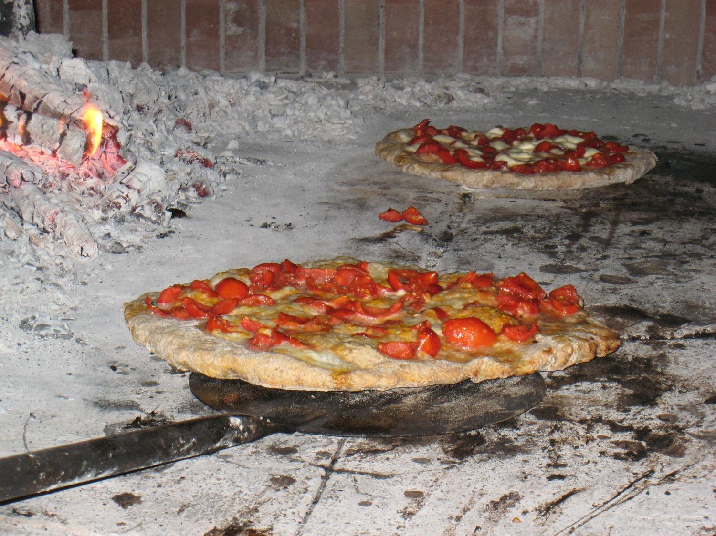 Фото пицца в печи