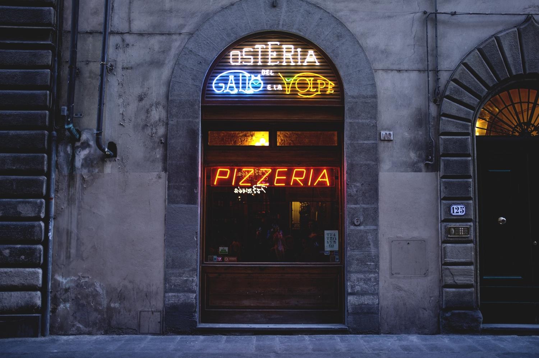 Фасад пиццерии фото