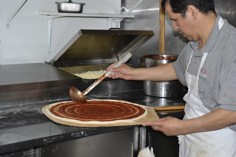 Приготовление пиццы фото