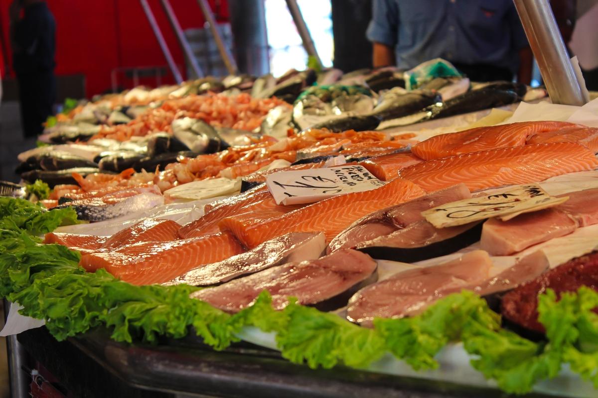 Рыба на рынке фото